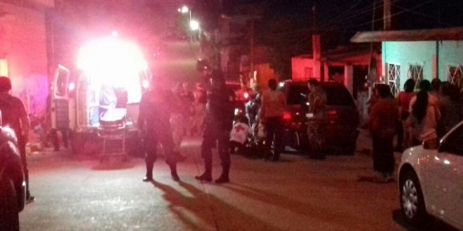 Se lesiona policía al caer de patrulla en movimiento