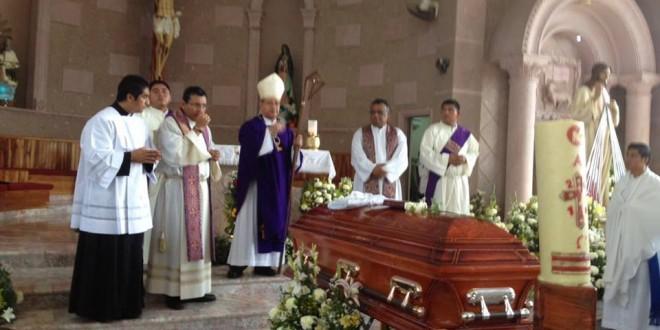 Dan último adiós al párroco Ulises
