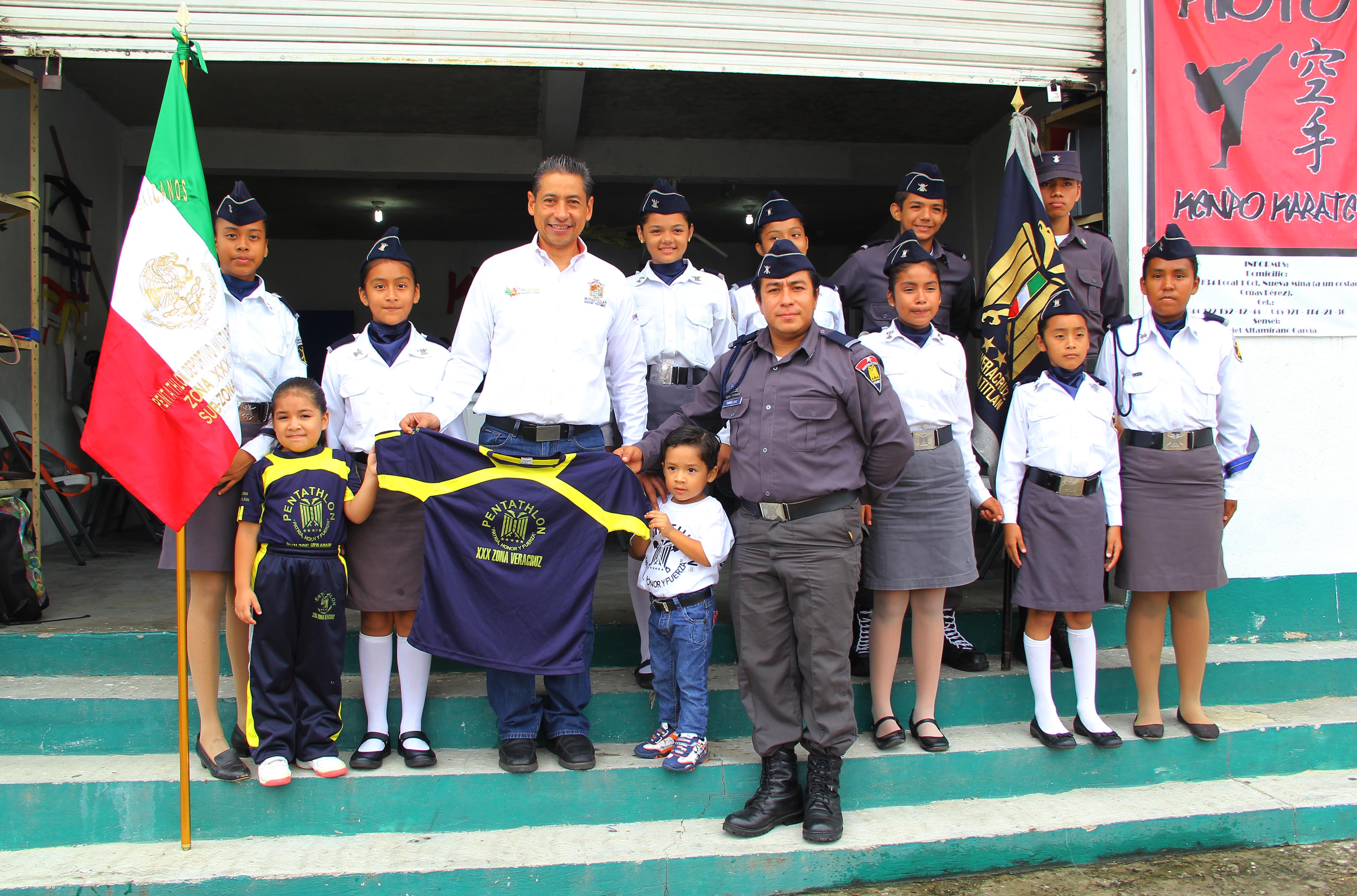 "Integrantes del Pentathlon ""Osos Grises"" agradecen apoyo del alcalde Hector D. Cheng"