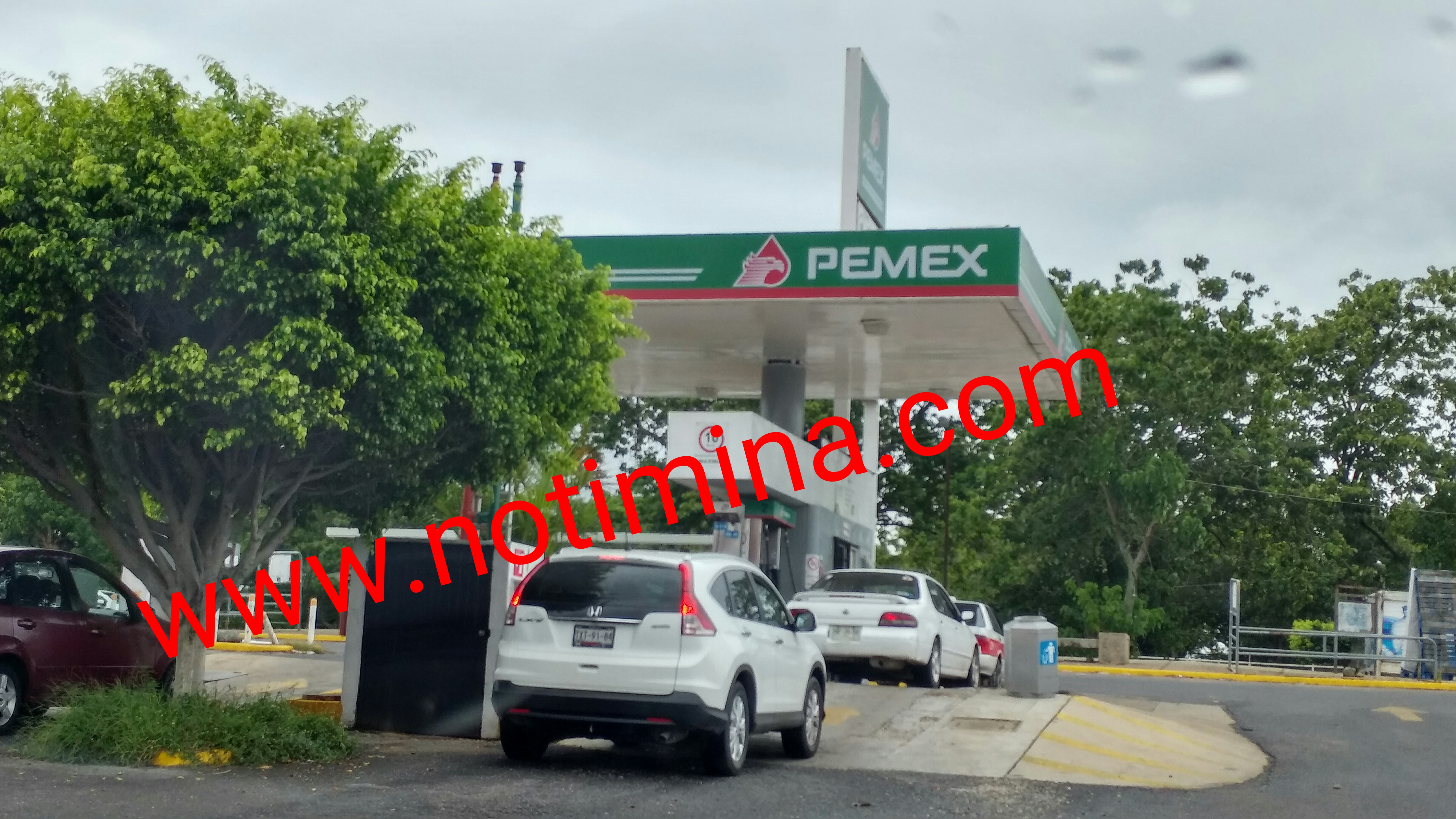 Reportan que en la gasolinera de Soriana Hiper venden gasolina con agua