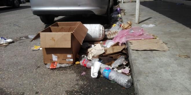 Minatitlán inundada de basura