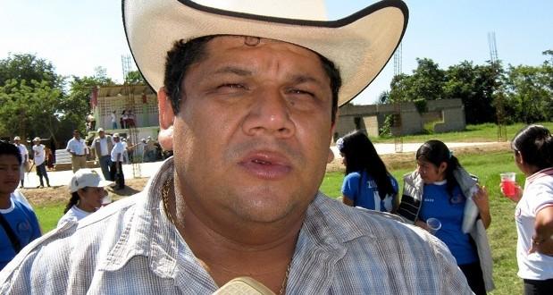 Santana Cruz Bahena, buscara ser alcalde de Hidalgotitlan