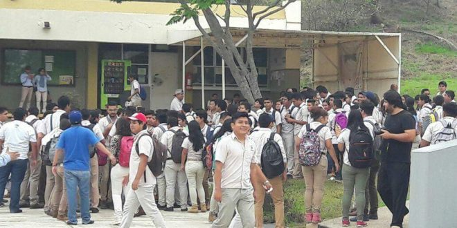 ITESCO: Alumnos protestan por falta de clases y maestros