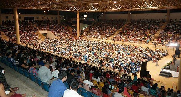 """Cientos de personas participaron en el programa """"Señor Transfórmame"""" de la iglesia Adventista."""