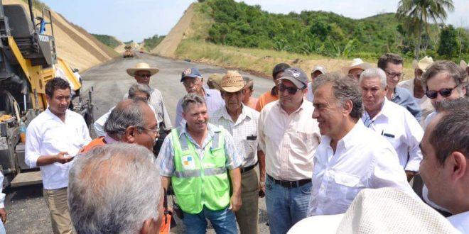 Realiza el Gobernador Yunes recorrido de supervisión de obras carreteras del Estado