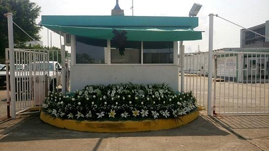 Colocan ofrenda floral en recuerdo de víctimas por la explosión de Clorados III