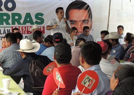 Ciro Porras proviene de una familia que ha  trabajado en beneficio de las comunidades: Lideres Rurales