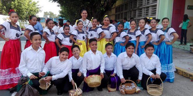 Realizan Festival del Día de Las Madres