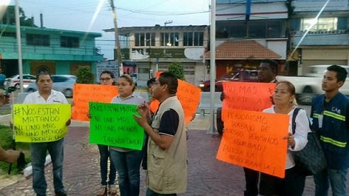 Periodistas de Minatitlán, se unen a la protesta por asesinatos a comunicadores.