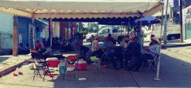 MORENISTAS Y PANISTAS instalan campamento afuera del OPLE Minatitlán.