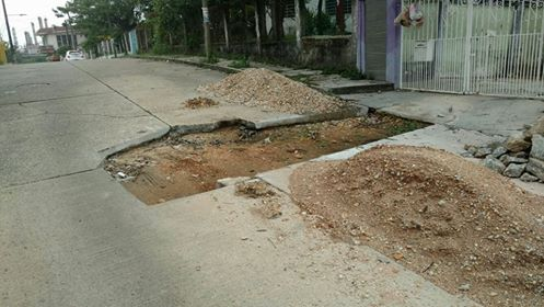 Obras Públicas y CAEV se echan la bolita y dejan lozas sin reparar
