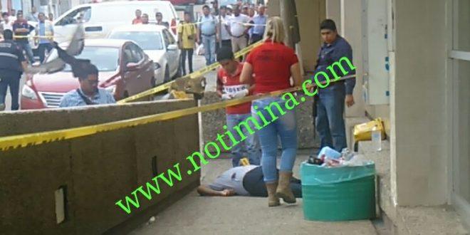 Ejecutan a una persona afuera de la clínica 32 del IMSS de Minatitán