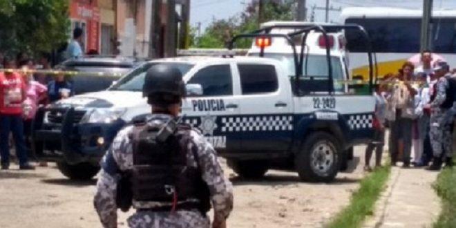 En Minatitlán a punta de pistola roban camioneta