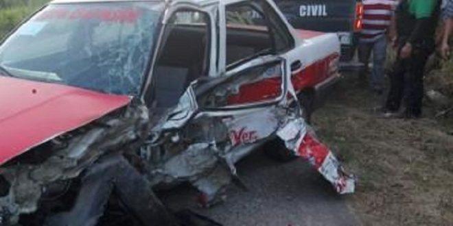 Choque entre dos vehículos deja un taxista un herido