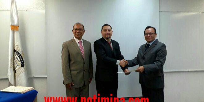Hermilo Arista Bonilla, recibe el grado de Doctor